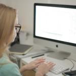 会社のPCを使って私用メールを送るのは違法?
